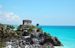 Tour maya antique de montre sur la côte photographie stock libre de droits