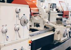 Tour moderne dans une usine photos stock