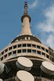 Tour noire de télécommunication de montagne dans l'Australie de Canberra Photos libres de droits
