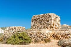 Tour non finie sur la plage d'or de baie, Malte Images libres de droits