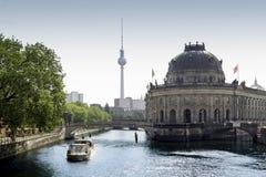 Tour présagée Fernsehturm de musée et de télévision Photos libres de droits