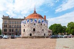 Tour ronde dans la place du marché de la vieille ville dans Vyborg, Russ Image libre de droits