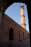 Tour rouge de mosquée de Lahore image libre de droits