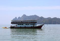 Tour Ship waiting for tourists  at  Hong island Royalty Free Stock Photography
