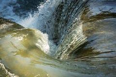 Tourbillon de cascade en tant que fond tranquille Image stock