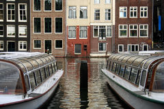 Tourboats in Amsterdam Lizenzfreies Stockbild