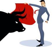 Toureiro do homem de negócios que luta um touro Fotos de Stock