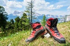 Tourisme de trekking de montagnes ou concept de hausse Image libre de droits