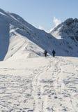 Tourisme pendant l'hiver sur la traînée Photo libre de droits