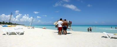 Tourismus der Masse in Kuba stockfotos