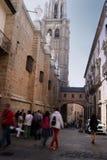 Tourismus um die gotische Kathedrale von Toledo in Spanien Stockfotografie