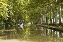 Tourismusboot auf Canal du Midi Lizenzfreie Stockbilder
