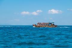 Tourist auf dem Strand in Thailand, Asien Stockbild