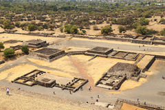 Tourist auf den Pyramiden von Teotihuacan, Mexiko lizenzfreies stockbild