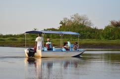 Tourist auf einem Boot, Caño-Schwarze, Costa Rica Stockbilder