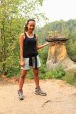 Tourist auf Sandsteinklippen Stockfoto