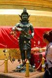 Tourist bei Wat Saket Goldene Montierung bangkok thailand Lizenzfreies Stockfoto