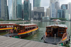 Tourist boat approaches the Raffles Landing Site in Singapore Stock Photos