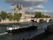 Tourist boat  floats past the Louvre Royalty Free Stock Photos