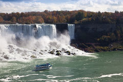 Tourist boat in the Niagara Falls Gorge Royalty Free Stock Images