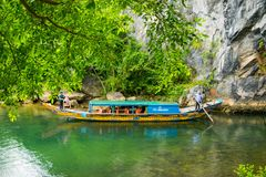 Tourist boats, the mouth of Phong Nha cave with underground river, Phong Nha-Ke Bang National Park, Vietnam Stock Photos