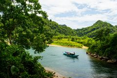 Tourist boats, the mouth of Phong Nha cave with underground river, Phong Nha-Ke Bang National Park, Vietnam Stock Photography