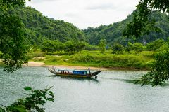 Tourist boats, the mouth of Phong Nha cave with underground river, Phong Nha-Ke Bang National Park, Vietnam Stock Photo
