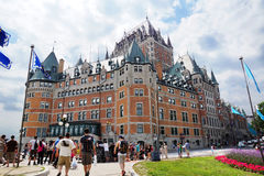 Tourist am Chateau Frontenac Stockbild