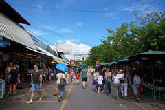 Tourist an Chatuchak-Markt in Bangkok Lizenzfreie Stockbilder