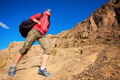 Tourist climbs on the way to the mountains Royalty Free Stock Photos