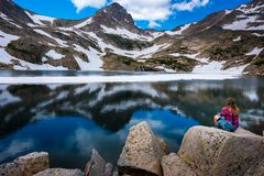 Tourist in Colorado Hiker Girl rests at Blue lake Stock Images