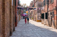 Tourist couple holding hands wile exploring Venice streets Royalty Free Stock Photos