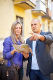 Tourist couple looking at the map Royalty Free Stock Photos