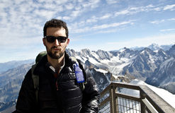 Tourist in den Bergen lizenzfreies stockbild