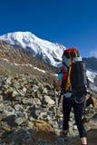 Tourist in den französischen Alpenbergen Lizenzfreie Stockfotografie
