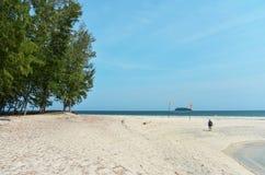 Tourist, der in Adang-Insel geht Lizenzfreies Stockfoto