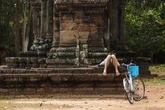 Tourist, der einen Rest hat stockbilder