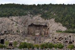 Tourist, der Longmen-Grotten, dieses ` s berühmt für sein thousan besichtigt stockfoto