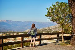 Tourist, der in Sardinien, Italien wandert Stockbild