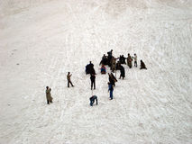 Tourist, der traditionelle Kashmirischlitten-Schneefahrt, Srinagar genießt Lizenzfreies Stockfoto