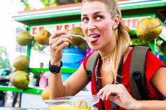 Tourist eating food at Indonesian street kitchen Stock Photography