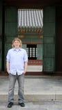 Tourist an einem koreanischen Palast Lizenzfreies Stockbild