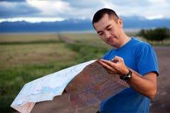 Tourist exploring the map Royalty Free Stock Photos