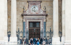 Tourist front of St. Stephen's Basilica Royalty Free Stock Images