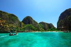 Tourist gehen zur Insel Lizenzfreies Stockfoto