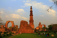 Tourist having a picnic at Qutub Minar, Delhi, India Stock Photo