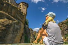 Tourist am Kloster Meteora Stockfotos