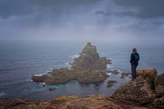 Tourist on the Lands End in Cornwall royalty free stock photos
