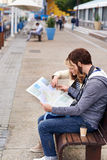 Tourist map couple Royalty Free Stock Photography