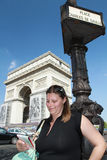 A tourist nera the Arc de triomphe Royalty Free Stock Images